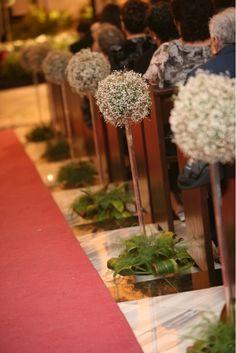 El concepto de esta decoración fue a base de topiaris colocados en bases de acrílico en todo el pasillo.