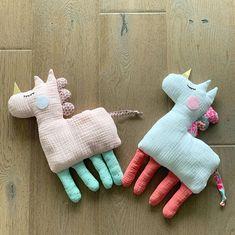 2 отметок «Нравится», 0 комментариев — Iris (@les_petites_manigances_diris) в Instagram: «De nouveaux doudous licornes pour les petites Louison, Apolline et Claire 🦄🧸🌈  Avec les tissus…»