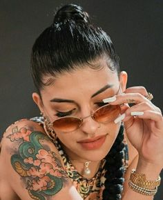 Cazzu cantante de trap Argentina Latino Artists, Cholo Art, Freestyle Rap, Gangsta Girl, Dibujos Cute, Someone Like You, Black Women Art, Punk, Inked Girls