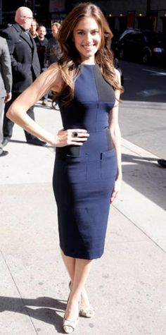 Look of the Day › April 7, 2012 WHAT SHE WORE The Girls star flaunted her figure outside N.Y.C.'s Ed Sullivan Theater in a knee-length Victoria Beckham sheath and snakeskin peep-toes. WHY WE LOVE IT Allison Williams proved she's a fashion star in the making with her sleek black and navy ensemble