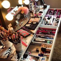 How to Organize & Display Makeup in Cool Ways, makeup organization,makeup vanity,makeup storage organization small spaces Beauty Room, Diy Beauty, Beauty Makeup, Makeup Goals, Makeup Tips, Makeup Videos, Makeup Products, Vanity Makeup Rooms, Makeup Vanities