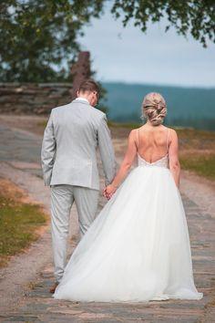 #häät #hääkuvaus #vihkiminen #hääpotretti #weddings #weddingphotography #weddingphotoideas #weddingportrait #weddingportraiture #hääkuvaajakemi #hääkuvaajatornio #hääkuvaajaoulu #hääkuvaajarovaniemi #hääkuvausmerilappi #häävalokuvaaja #valokuvaajakemi #valokuvaajatornio #valokuvaajakeminmaa #valokuvaajaoulu #valokuvaajarovaniemi #dokumentaarinenhääkuvaus Lace Wedding, Wedding Dresses, Fashion, Bride Dresses, Moda, Bridal Gowns, Fashion Styles, Wedding Dressses