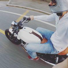 Moto Guzzi V35 #caferacer discover #motomood