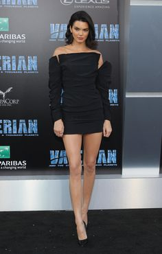 On the Scene: The Valerian Hollywood Premiere with Rihanna in Giambattista Valli Couture, Cara Delevingne in Iris Van Herpen Couture, Kendall Jenner in Carmen March, and More! Kendall Jenner Outfits, Kendall Jenner Mode, Actrices Sexy, Kardashian Jenner, Cara Delevingne, Ladies Dress Design, Belle Photo, Sexy Legs, Nice Dresses
