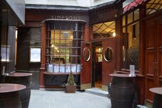 Ten Of London's Oldest Restaurants That You Can Still Try (Simpson's Tavern, since London Pubs, London Food, Restaurant Fish, Uk Pub, British Pub, Pubs And Restaurants, I Coming Home, London Life, Home