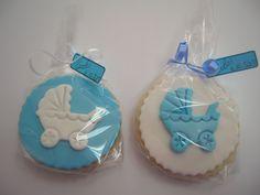 Vista al detalle de las #galletas decoradas de fondant, inspiradas en carritos de bebé.