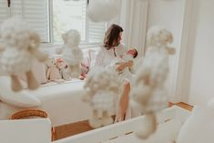 Ensaio Newborn Lifestyle em Curitiba | Recém-nascido em casa  Fotografia de família por Adrieli Cancelier Maria Emilia, Girls Dresses, Flower Girl Dresses, Lifestyle, Wedding Dresses, Fashion, About Family, Family Photography, Home