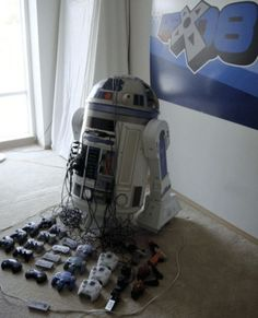 Best console mod EVER! It has everything and it is an R2-D2! (PS1, original Xbox, Genesis, N64, Dreamcast, NES and SNES)