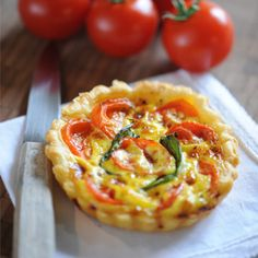 Tarta cu rosii Healthy Diet Recipes, Vegetarian Recipes, Healthy Food, Quiche Recipes, Cooking Time, Finger Foods, Vegetable Pizza, Food Inspiration, Tapas