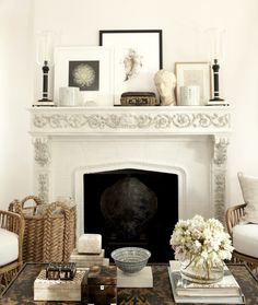 Perfect mantle styling by Mark Sikes Style At Home, Style Blog, Casa Mix, Mark Sikes, Living Room Decor, Living Spaces, Living Rooms, Decor Room, Kitchen Living