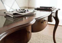#tavolo #classico #zonagiorno #altacorte #arredamento #qualità #sedie #classic #madeinitaly #legno #naturale #cassetti #scrivania #