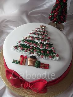Fondant covered 9 inch fruit cake with fondant bow and tree detail. Christmas Cake Designs, Christmas Cake Decorations, Christmas Cupcakes, Christmas Sweets, Holiday Cakes, Christmas Cooking, Christmas Goodies, Xmas Cakes, 3d Cakes