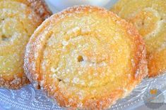 galletas-de-queso-philadelphia Donuts, Gooey Cookies, Cheese Pastry, Biscuits, Dessert Recipes, Desserts, Something Sweet, Sweet Recipes, Sweet Tooth