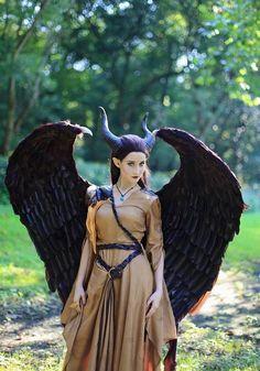 unique Halloween costumes ideas movies Maleficent costume