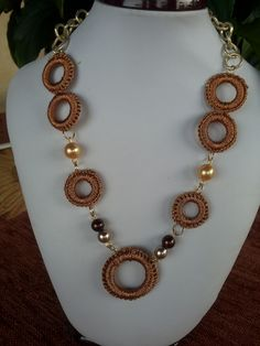 Collana ad anelli con lurex color bronzo e perline