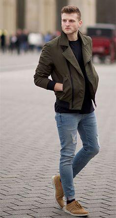 Andrzej, Männer-Blogger vom Berliner Stilysto Blog trägt Denner Race Herren-Sneakers von Clarks