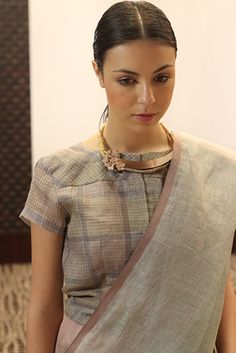 Anavila& collection was inspired by life in the city. India Fashion, Fashion Wear, Star Fashion, Trendy Sarees, Stylish Sarees, Off White Saree, Cotton Saree Blouse Designs, Modern Saree, Satin Saree