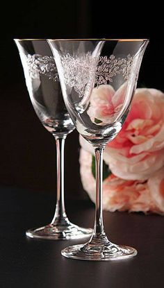 Royal Albert Old Country Roses Wine glasses. Vintage Wine, Vintage Glassware, Cut Glass, Glass Art, Vases, Crystal Glassware, Etched Glassware, Wedding Table Decorations, Murano