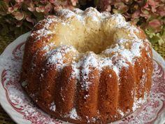 Bizcocho al limón con yogur y coco. Ver la receta http://www.mis-recetas.org/recetas/show/22395-bizcocho-al-limon-con-yogur-y-coco