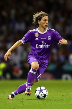 CARDIFF, WALES - JUNE Luka Modric of Real Madrid in action during the UEFA Champions League Final match between Juventus and Real Madrid at the National Stadium of Wales on June 2017 in Cardiff, Wales. (Photo by Chris Brunskill Ltd/Getty Images) Real Madrid Champions League, Uefa Champions League, Fotos Real Madrid, Messi And Ronaldo, National Stadium, Football Players, Soccer Ball, Fifa, Barcelona