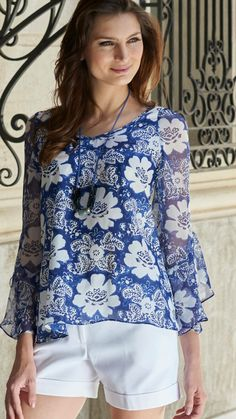 46 Womens Shirts To Inspire Every Girl - Summer Fashion New TrendsToo flowy, not a fan of the print Modest Fashion, Fashion Outfits, Womens Fashion, Mode Plus, New Fashion Trends, Trending Fashion, Elegant Outfit, Corsage, Street Style Women