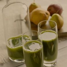 Start with the refreshing flavor combination of fresh, ripe pears, kiwi and lime and you've got an amazing breakfast Pear-Kiwi-Lime Smoothie. Lemon Smoothie, Pear Smoothie, Smoothies, Pear Recipes Breakfast, Brunch Recipes, Dessert Recipes, Healthy Fruit Snacks, Healthy Drinks, Pear Varieties