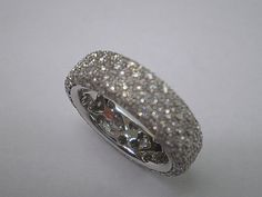 18kt. white gold ring with diamonds all around
