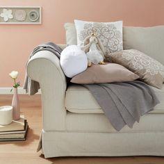 Plüschtier in Weiß online bestellen Outfits In Weiss, Lounge, Couch, Furniture, Home Decor, Chair, Animals, Airport Lounge, Settee