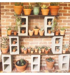 40 Quick, Creative and Functional Ways to use Cinder Blocks - Home-dsgn Backyard Projects, Backyard Patio, Garden Projects, Backyard Landscaping, Desert Backyard, Modern Backyard, Backyard Ideas, Outdoor Plants, Outdoor Gardens