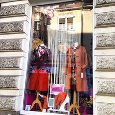 Kollektion Rosty #mode #fashion #modeunikate #ebmode #modedesign #strickmantel #kleid #wendemütze #blazer #cord #stulpen
