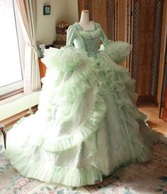 Victorian Era Dresses, Victorian Gown, Victorian Costume, Old Dresses, Ball Gown Dresses, Nice Dresses, Rococo Fashion, Victorian Fashion, Crinoline Dress
