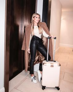Sylvie Meis Style, Stiletto Boots, Hand Luggage, Confident Woman, Hermes Birkin, Most Beautiful Women, Travel Style, Fashion Beauty, Leather Pants