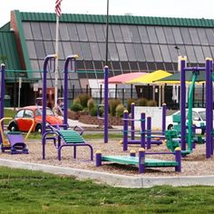 Outdoor Fitness! I've been saying for AGES that we need more playgrounds for Adults! this one is built for fitness. How cool is that??