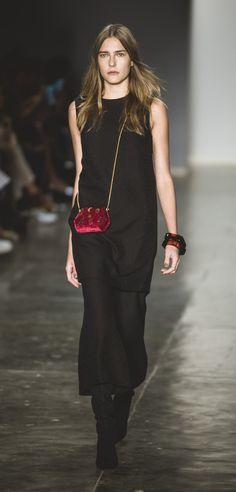 SPFW / LILLY SARTI / black dress, chic, party look, velvet bag   ph: Jefferson Souza