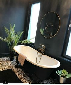 I think this is complimentary because of the black opposing the white, but i'm not sure how the green would then work in that. Bathroom Spa, Family Bathroom, Bathroom Colors, Bathroom Lighting, Bathroom Ideas, Dark Bathrooms, Beautiful Bathrooms, Bathroom Black, Entspannendes Bad