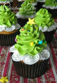 Christmas Cupcakes are festive & decadent Christmas desserts. Here are the best Christmas Cupcakes Recipes & Cupcake decoration ideas for the holidays. Holiday Cupcakes, Pumpkin Cupcakes, Holiday Desserts, Holiday Baking, Christmas Cupcakes Decoration, Snowman Cupcakes, Ladybug Cupcakes, Kitty Cupcakes, Giant Cupcakes