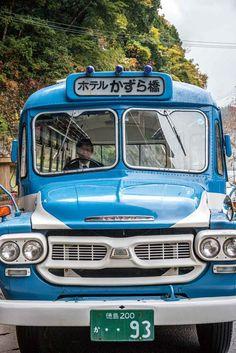 이야 계곡을 달리는 보닛 버스. © 임학현
