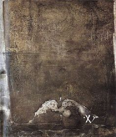 """'Gris con cinco perforaciones' (1958) Técnica mixta sobre tela (200×175 cms). IVAM, de Valencia. """"Matices cromáticos y parpadeos luminosos alumbran esta materia animada, en la que un muro se convierte, por obra y gracia de Tàpies, en un palimpsesto""""."""