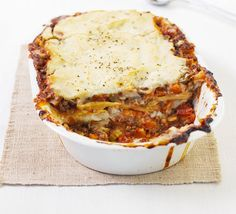 Lentil lasagne Vegan cooking made easy - this Italian bake uses cauliflower and soya milk for a white sauce and canned lentils as filling Bbc Good Food Recipes, Veggie Recipes, Vegetarian Recipes, Cooking Recipes, Vegetarian Lasagne, Savoury Recipes, Healthy Recipes, Crockpot, Recipes
