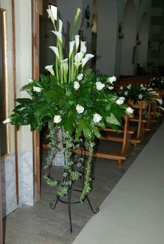 New Wedding Church Flowers Diy Ideas Large Flower Arrangements, Ikebana Flower Arrangement, Vase Arrangements, Altar Flowers, Church Flowers, Funeral Flowers, Table Flowers, White Flowers, Beautiful Flowers