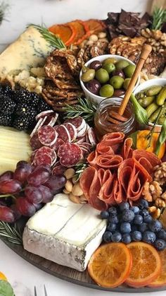 FOOD- One of the best ways to welcome guests to your home is to kick things off with a stellar appetizer My fave is a loaded charcuterie board filled with our favorite snacks so people can graze while we put the finishing touches on dinner Charcuterie Recipes, Charcuterie Platter, Charcuterie And Cheese Board, Cheese Boards, Snack Platter, Party Food Platters, Cheese Platters, Brunch, Tapas