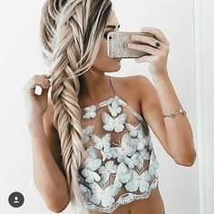 selfie girl !! tag besities  #selfiechics ❤ Follow @fashionsidol by emilyrosehannon   #fashionable #fashion #fashionblog  #fashionista #fashionpost #blogger #beautiful #matching #gorgeous #goals #girl #photooftheday #beauty #instapic #instalike  #perfect #vsfs #friend #streetstyle #hair #ootd  #inspo #webstagram #fashionblogger #inspiration #lookoftheday #outfitoftheday #look #chic -