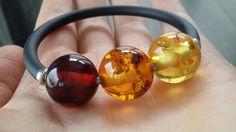 Bursztynowe kule na sprężynie ❤ #amberjewelry #amberbracelet #balticamber @bursztynlandia
