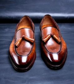 gentlementools: Bespoke shoes completely handmade by Ivan Crivellaro. Concept: different rapresentation of wood. Tip rosewood, burr for the body of the shoe, heel ebony and top walnut. All rapresented with the Japanese technique of watercolor You can contact him directly here for orders.