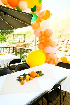 Orange You Glad A Simple Citrus-themed Baby Shower Orange You Glad \\ A Simple Citrus-Themed Baby Sh Baby Shower Unique, Baby Shower Niño, Baby Shower Vintage, Baby Boy Shower, Baby Shower Gifts, Baby Showers, Bridal Showers, Baby Shower Fruit, Shower Cake