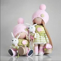 Наверное, многие сейчас знакомы с именем Татьяны Коннэ. Ее творчество настолько поражает воображение, что практически каждая рукодельница, которая впервые (или нет) видит ее работы, прямиком бежит к швейной машинке и пытается сообразить нечто похожее на ее кукол своими руками :) Так было и со мной... Когда я впервые увидела кукол Татьяны Коннэ, не могла оторвать глаз...