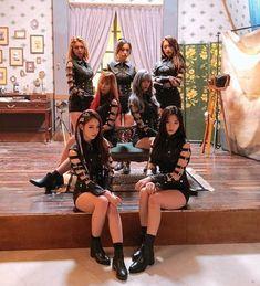 Dreamcatcher You and I - Popular Tinker 2019 Kpop Girl Groups, Korean Girl Groups, Kpop Girls, Extended Play, Euna Kim, Gothic Chic, G Friend, Soyeon, Beautiful Asian Women