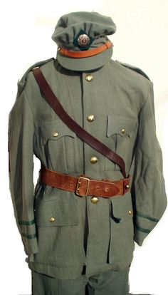 Irish National Army uniform - Civil War Note differences from British uniform: the cap, pattern of pockets, and colour of uniform (known as Heather Green) Irish Free State, Army Uniform, Military Uniforms, Essay Contests, Gcse English, Michael Collins, Army Shirts, Essay Writer, Persuasive Essays