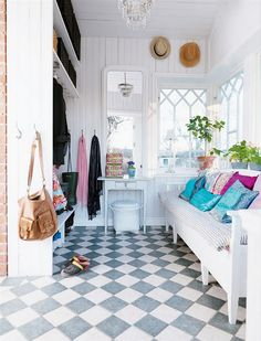 Love this mudroom.