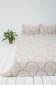 ik wil een tweepersoons deken! voor op mijn tweepersoonsmatras in duiven.. mét een mooie dekbedovertrek..waaauw... mooi dekbedovertrek! Queen Size Duvet Cover in Grey urban outfitters, maar wel duur :( 95 euro :(